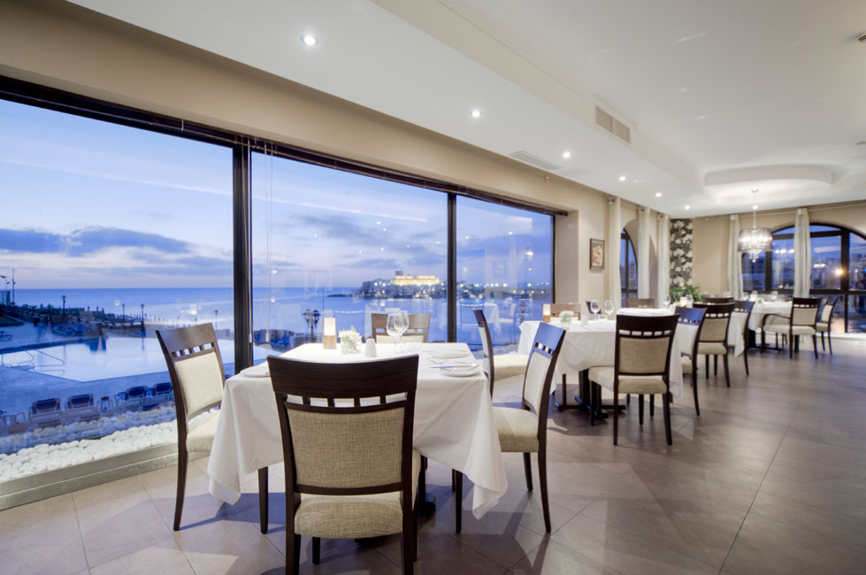 Caviar & Bull Dining Room overlooking the water