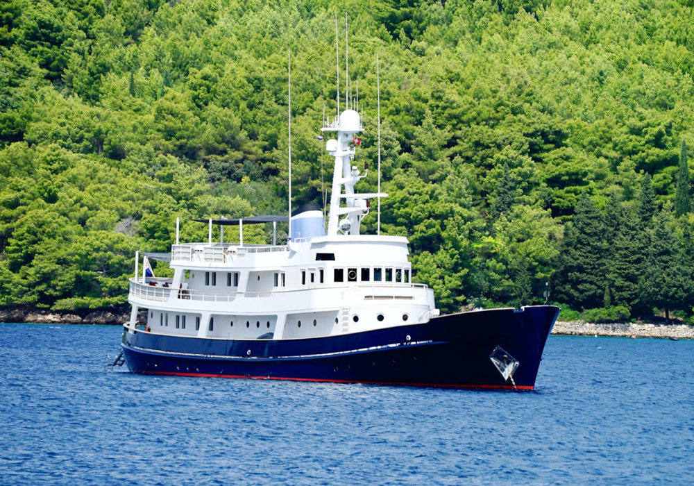 Charter yacht ICE LADY at anchor