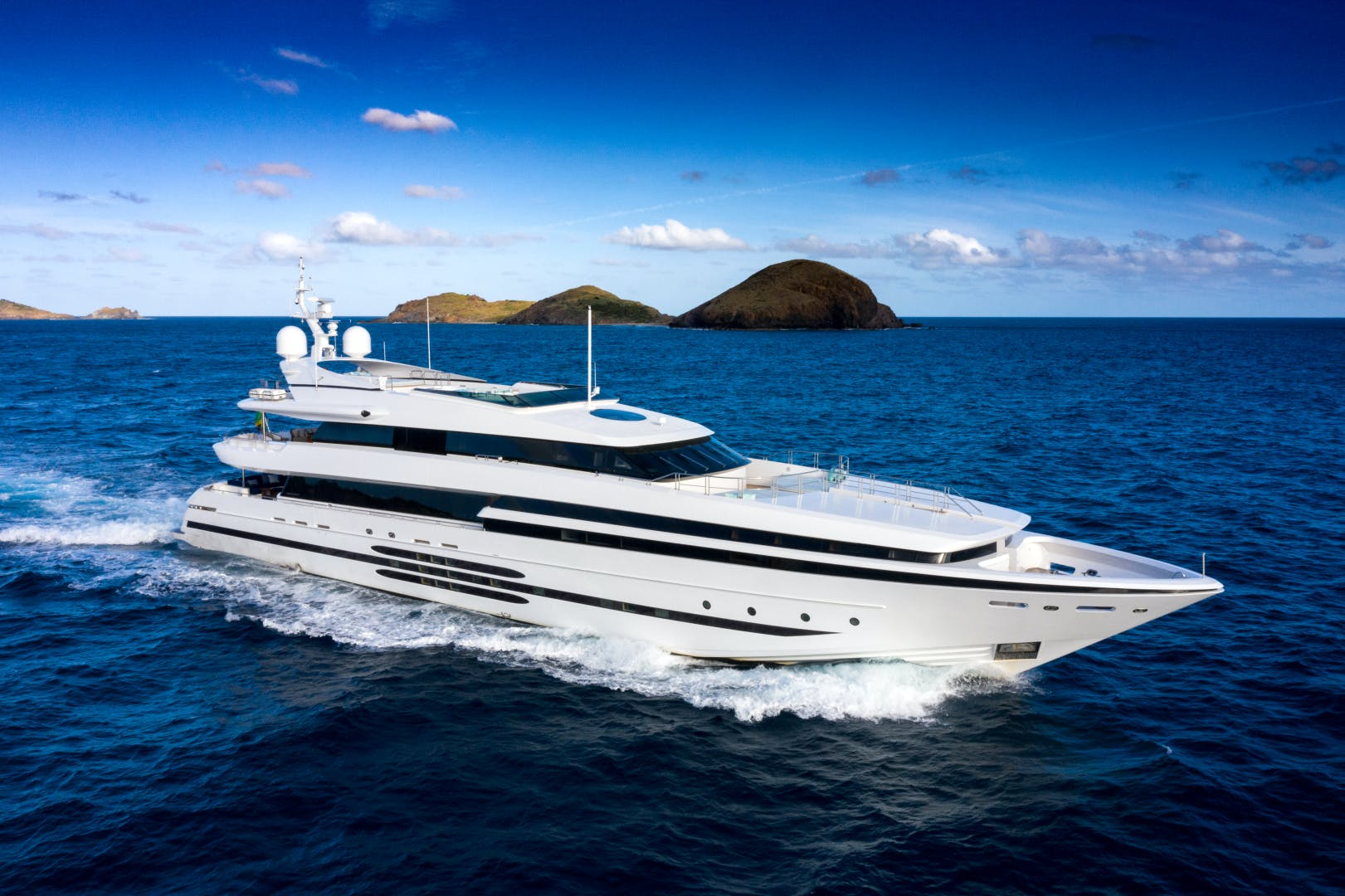 Superyacht for sale BALISTA running profile in the Caribbean