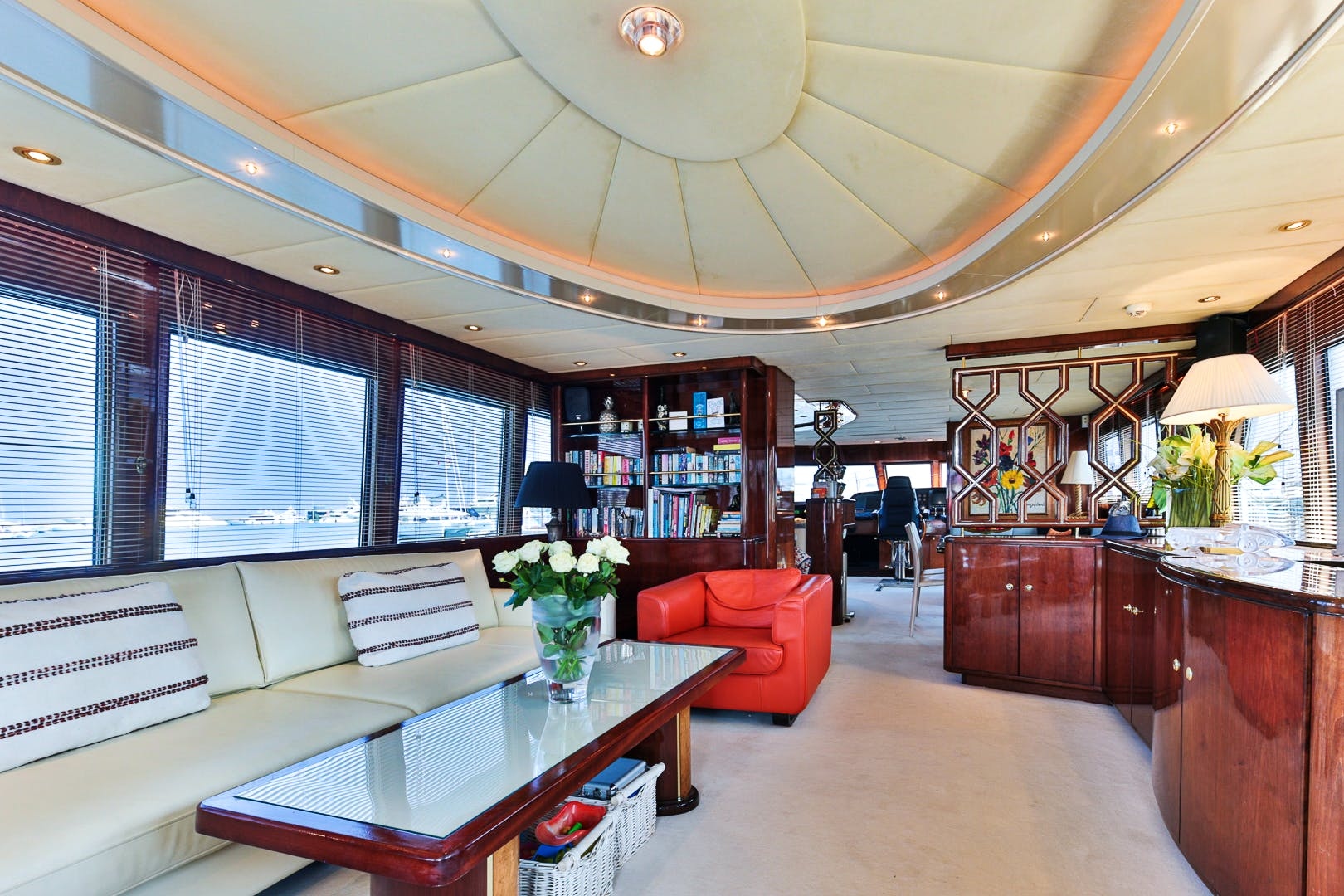 Moonen Yacht for Sale HAPPY DAZE interior