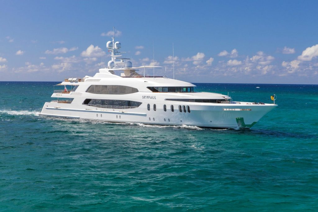190' (57.91m) Trinity charter yacht SKYFALL running profile in The Bahamas